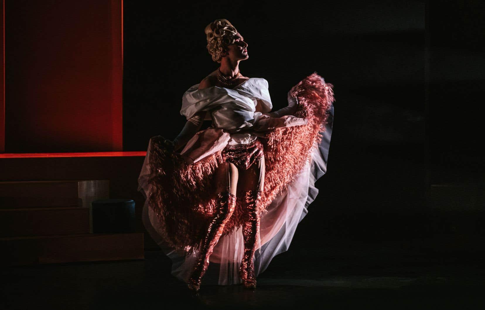 «La duchesse de Langeais» présente l'intimité d'une drag queen de la première heure, au milieu des années 1960.