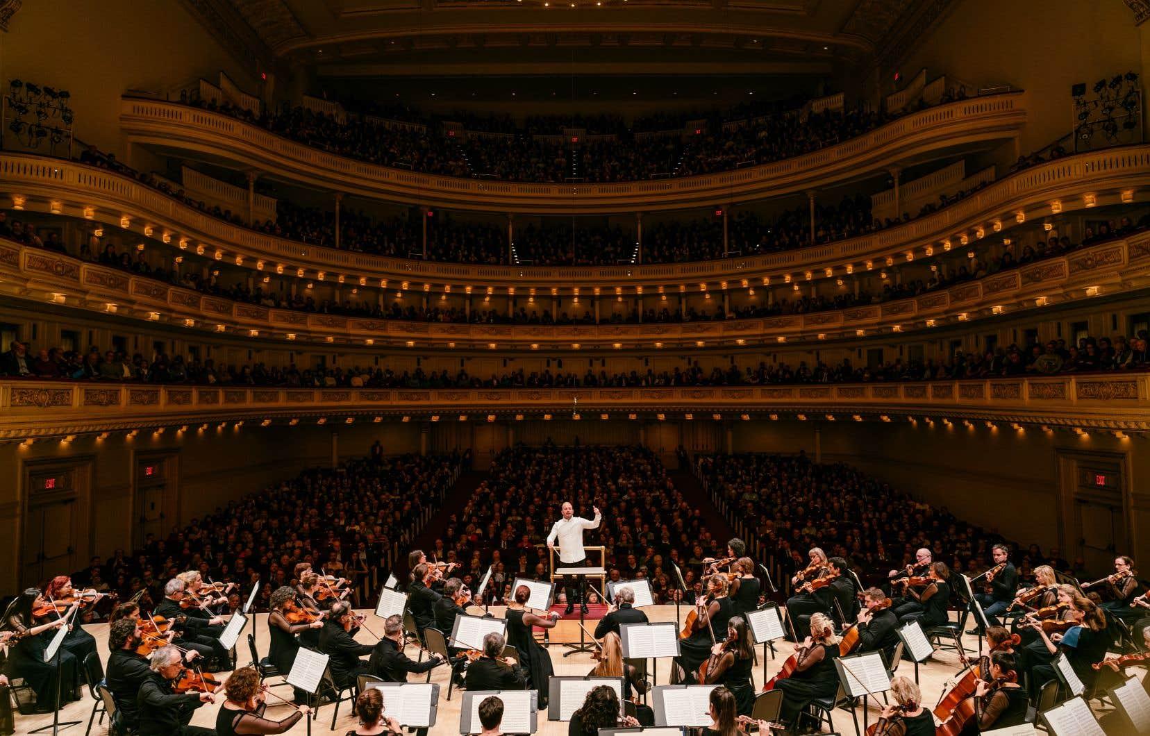 Chef et orchestre réitèrent le miracle de la tournée européenne: c'est lorsqu'on pense que les sommets ont été atteints, qu'ils en rajoutent dans la prise de risques, l'inventivité, la plénitude et la générosité.