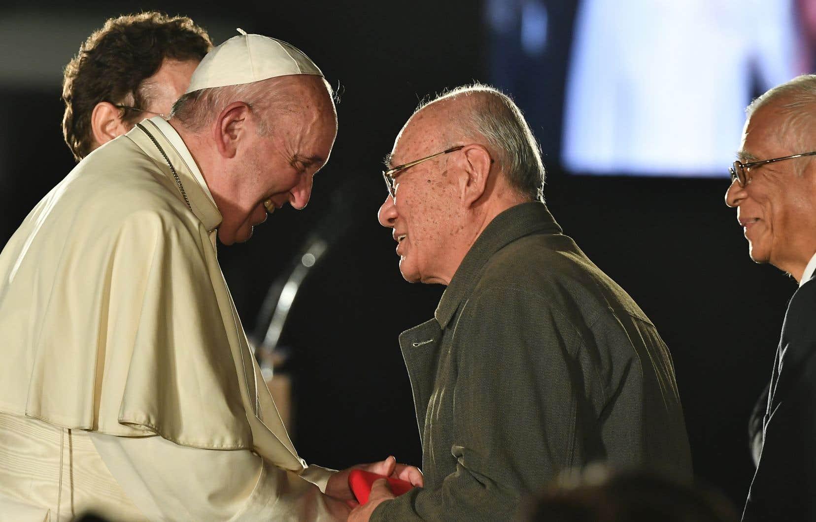 Le pape François a rencontré dimanche des survivants du bombardement atomique d'août 1945.