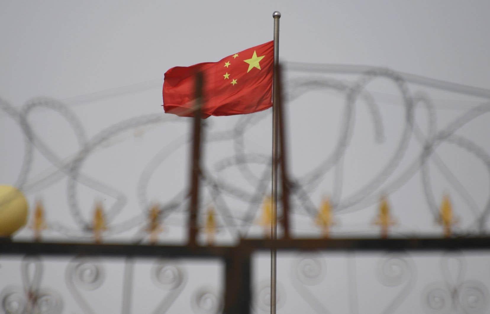 D'après des organisations de défense des droits de l'homme, plus d'un million de musulmans, principalement d'ethnie ouïghoure, sont détenus au Xinjiang dans des camps de rééducation politique.