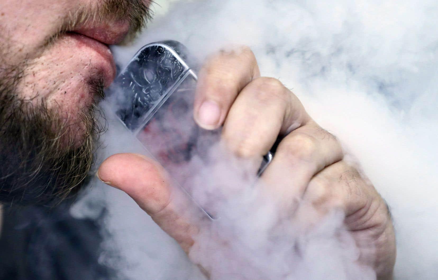 Les produits de vapotage, qu'ils comportent ou non de la nicotine, peuventprésenter des risques non négligeables pour la santé.
