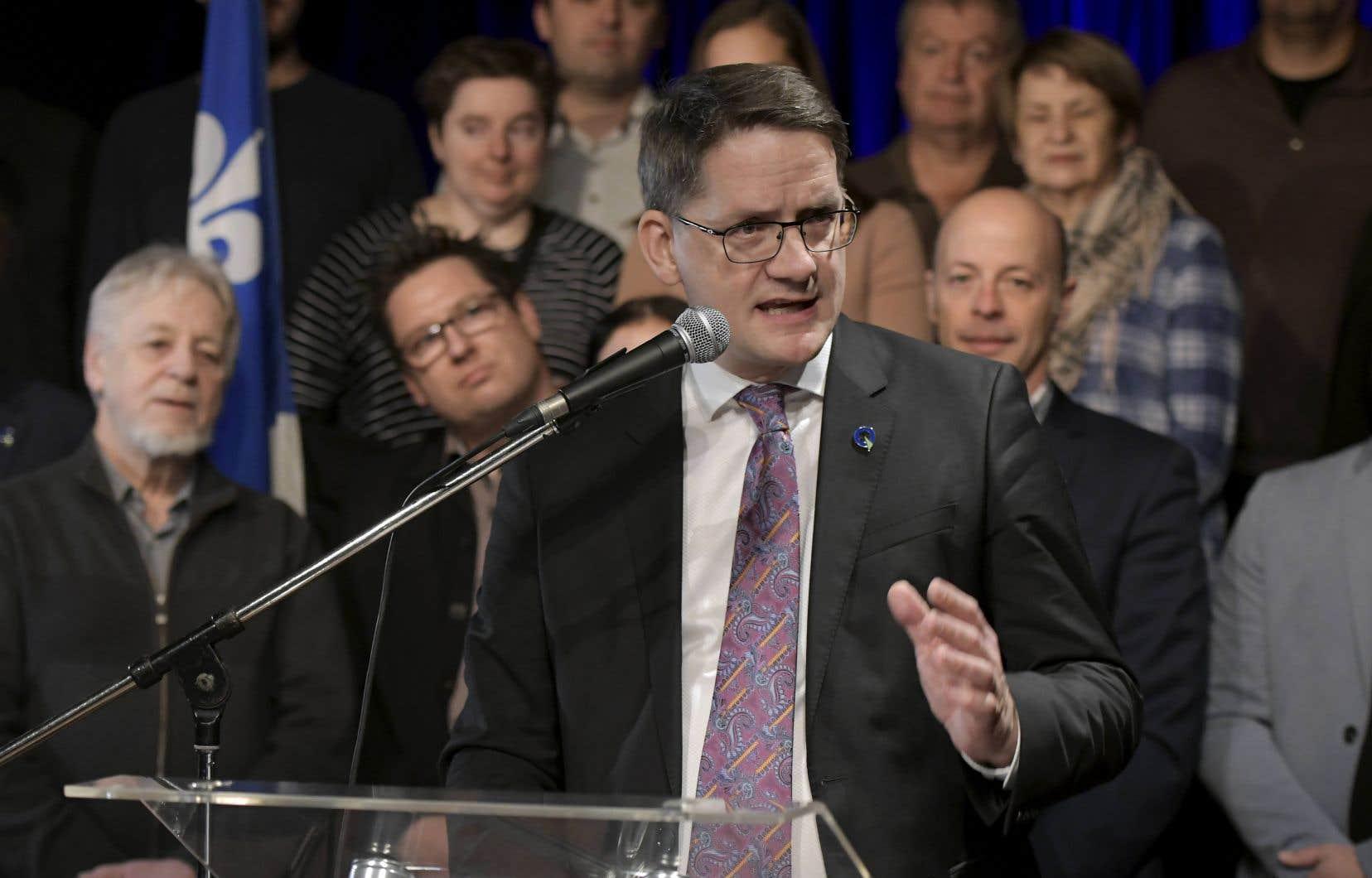 Sylvain Gaudreault a confirmé lundi sa candidature à la direction du Parti québécois. Le député de Jonquière était accompagné d'actuels et d'anciens élus.