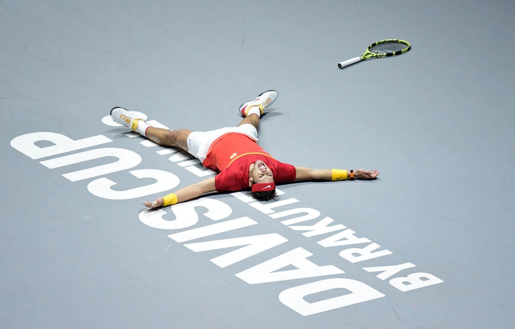 Rafael Nadal, qui a aidé l'Espagne à remporter la Coupe Davis, juge que le tournoi devrait fusionner avec la Coupe ATP qui a lieu six semaines plus tard.