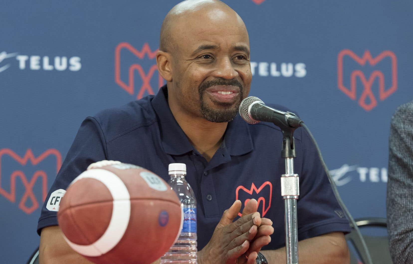 Khari Jones a entre autres été coordonnateur à l'attaque des Lions, de 2014 à 2017, avant de se joindre au personnel des Alouettes en 2018.