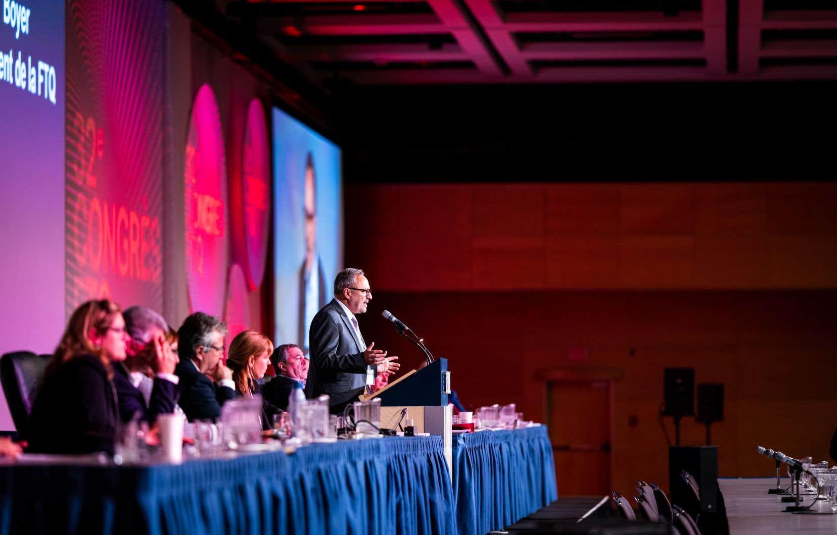 Daniel Boyer, président de la FTQ, livre un discours devant les 900 participants  au 32e congrès de la FTQ, qui avait lieu en début de semaine.