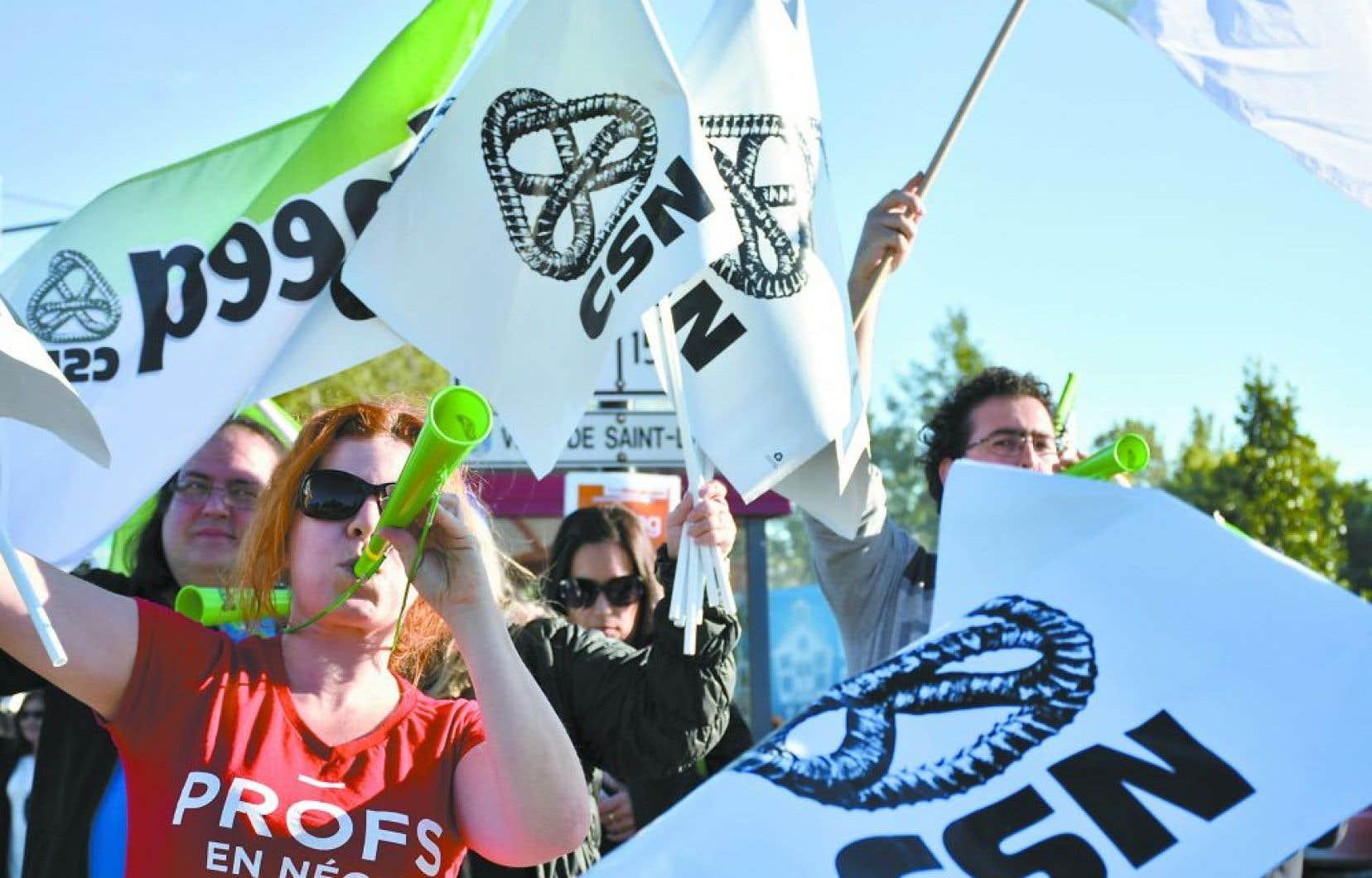 La longue lutte de la FNEEQ auprès des enseignants de cégeps s'est traduite par des correctifs salariaux.