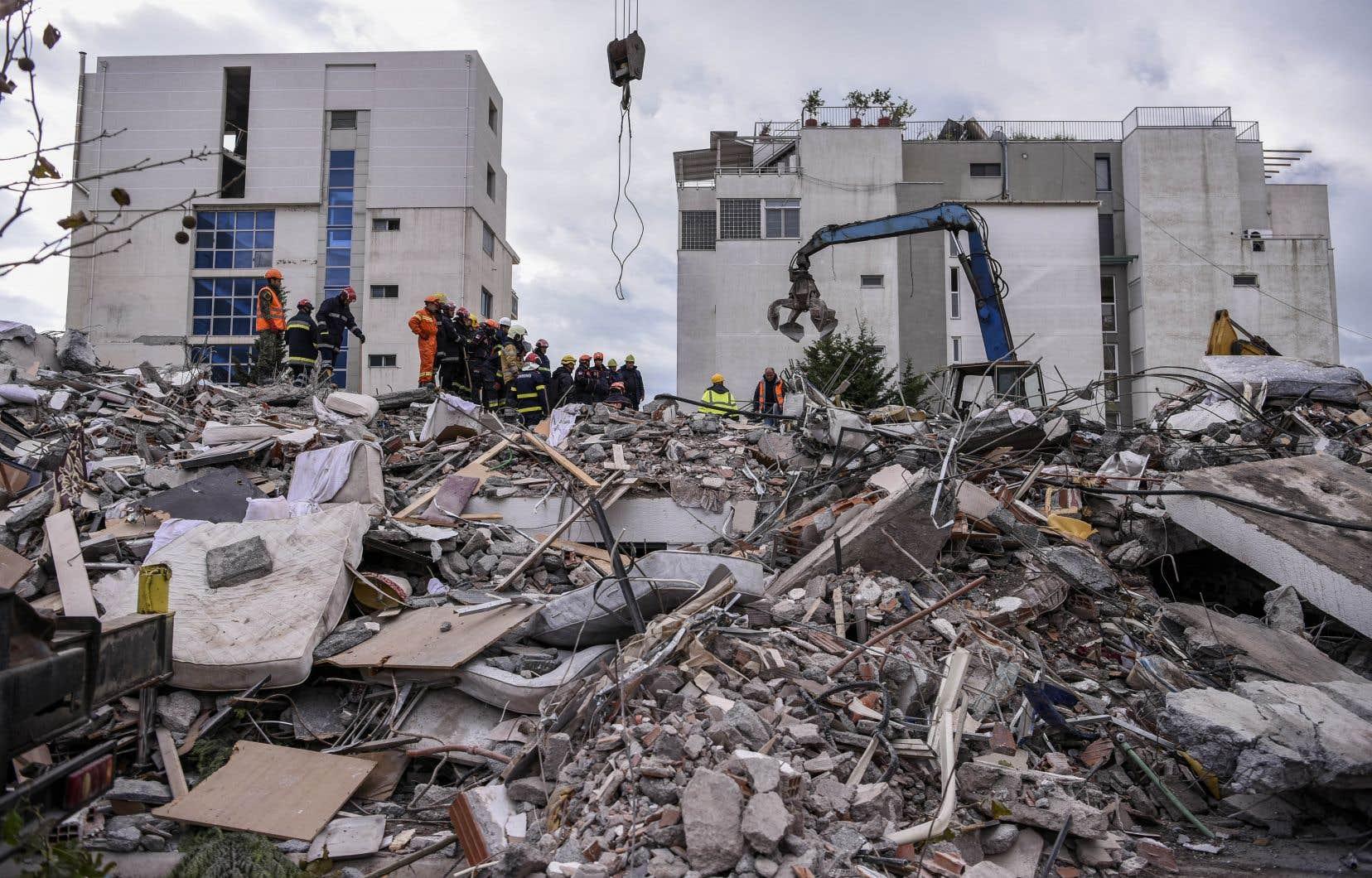 <p>Environ 650 personnes ont également été blessées dans la catastrophe, dont dix grièvement, selon le ministère de la Santé.</p>