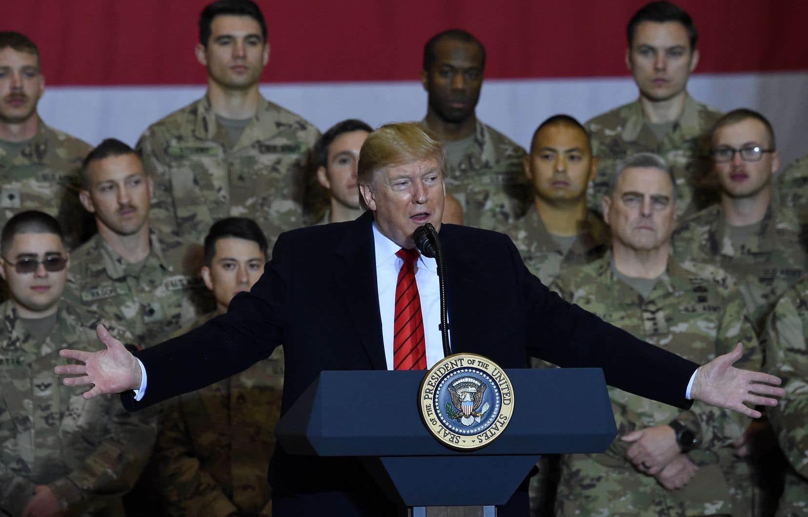 Le président américain, Donald Trump, a rendu une visite surprise aux troupes américaines en Afghanistan jeudi.