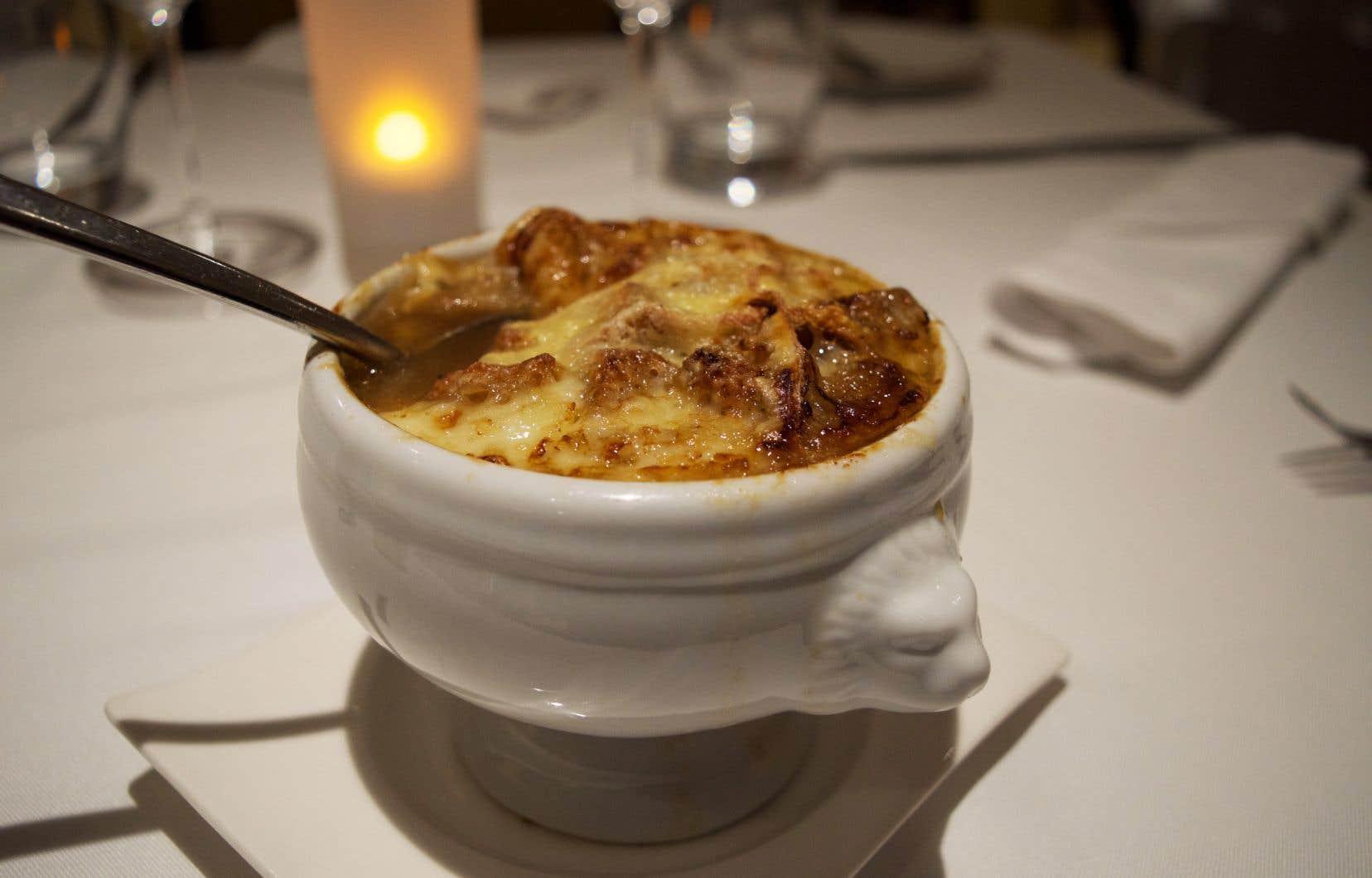 Conseil du chef: Au moment de servir, ajouter de fines lamelles de truffes sur la soupepour la période des Fêtes.<span style=