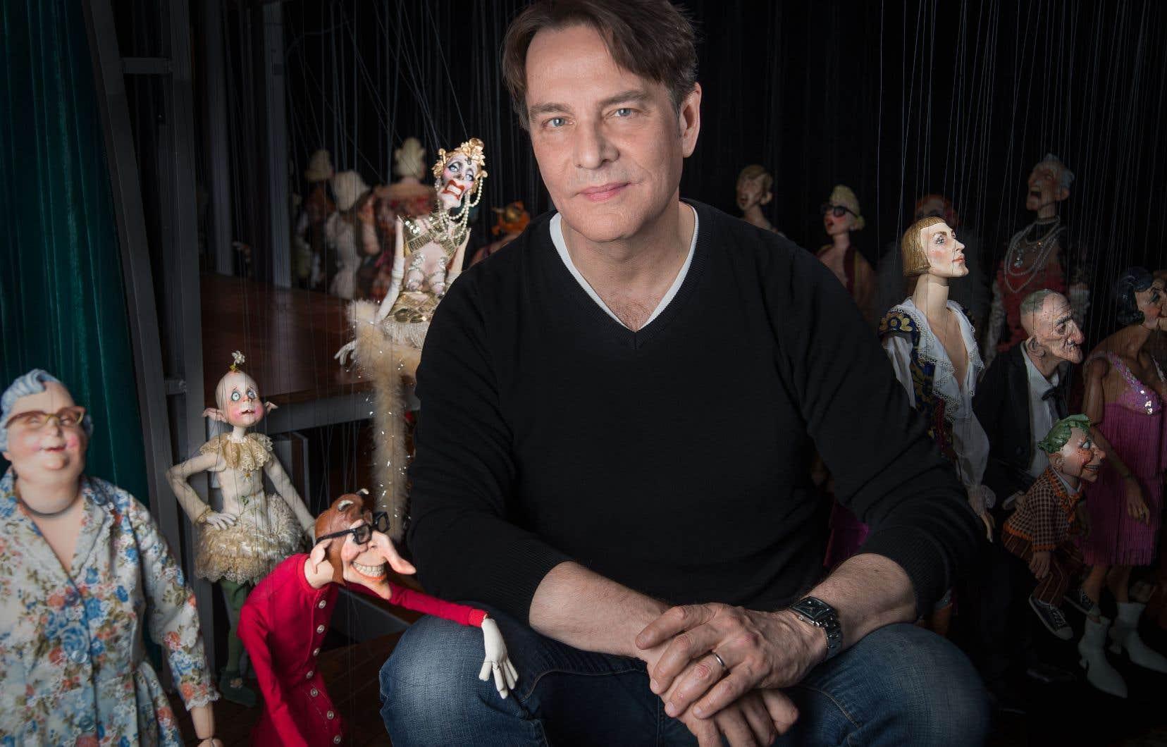 Ronnie Burkett adapte, en toute liberté, le classique de Dickens «Le chant de Noël» à ses personnages du Daisy Theatre, qui renvoient aux spectacles de vaudeville américains.