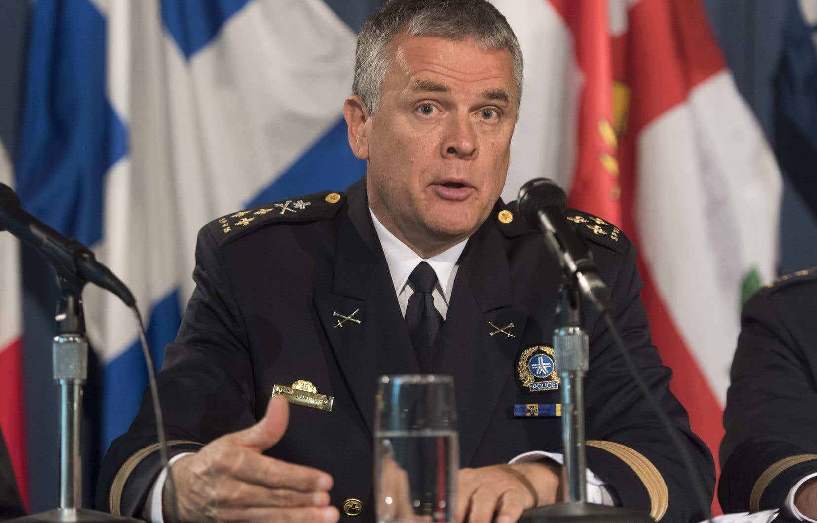 «Les 124 armes que nous avons actuellement vont faire l'objet d'un remplacement avant un nouveau déploiement, parce qu'on est en discussion avec la compagnie Axon [compte tenu] des problèmes avec les armes», a déclaréle chef de police, Sylvain Caron.