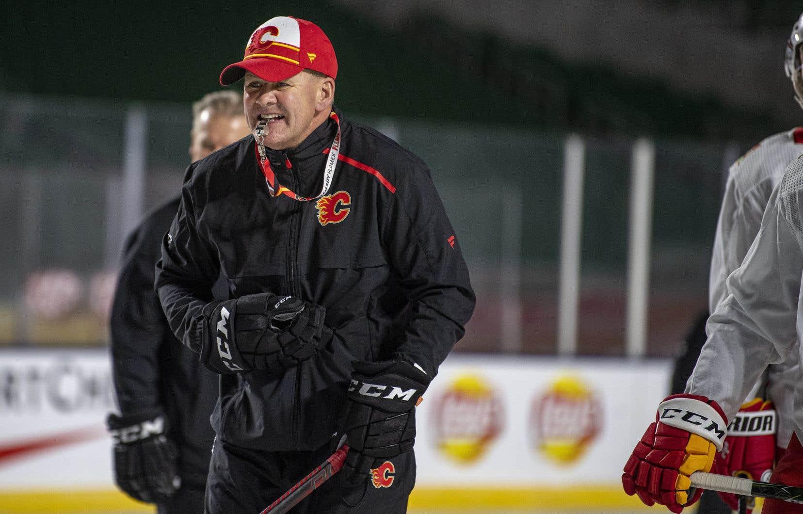 Bill Peters était arrivé à la barre des Flames la saison dernière.