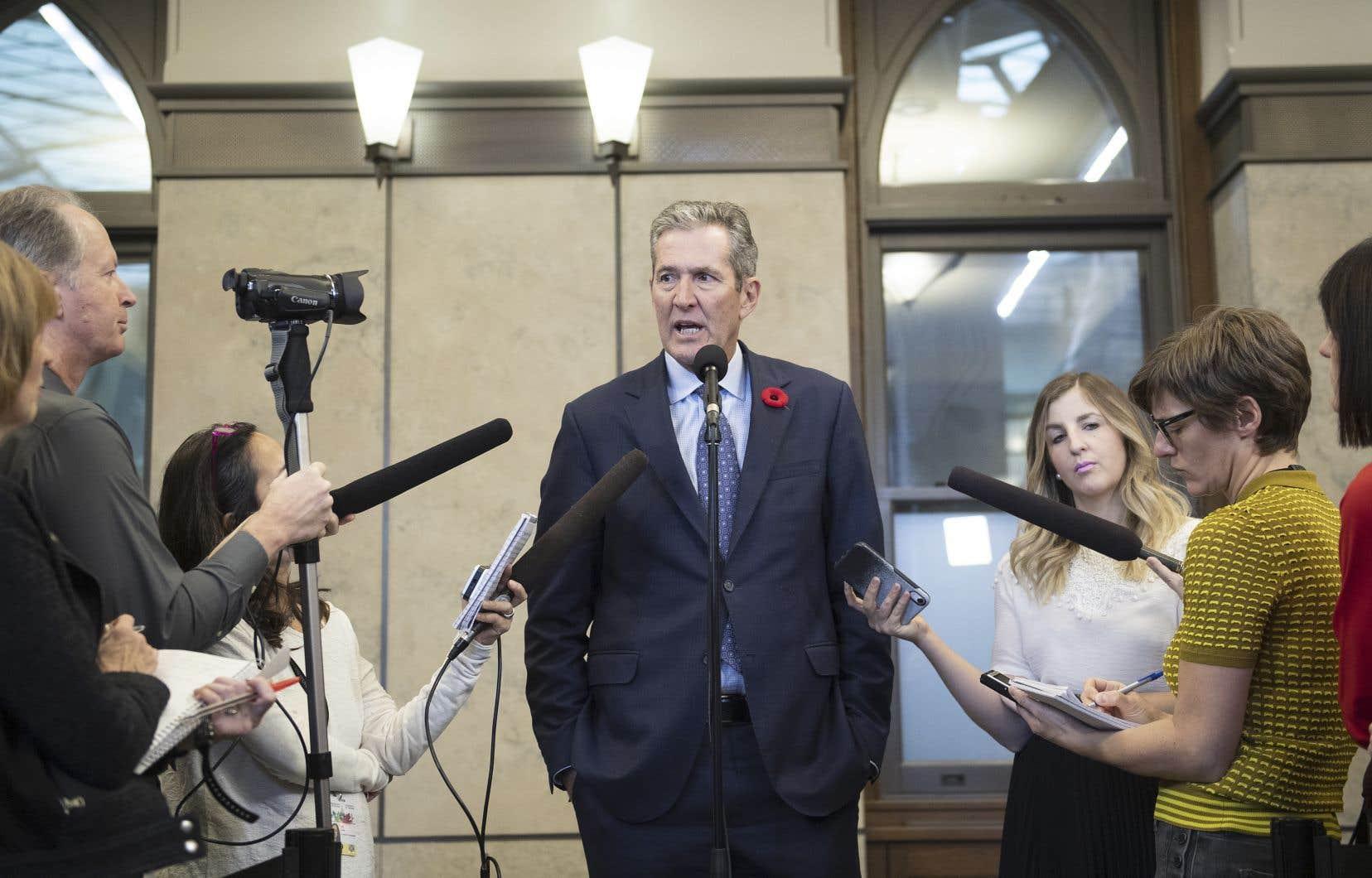 Le premier ministre manitobain, Brian Pallister, a braqué son homologue québécois, François Legault, en lançant une campagne contre la Loi sur la laïcité de l'État dans les journaux québécois.