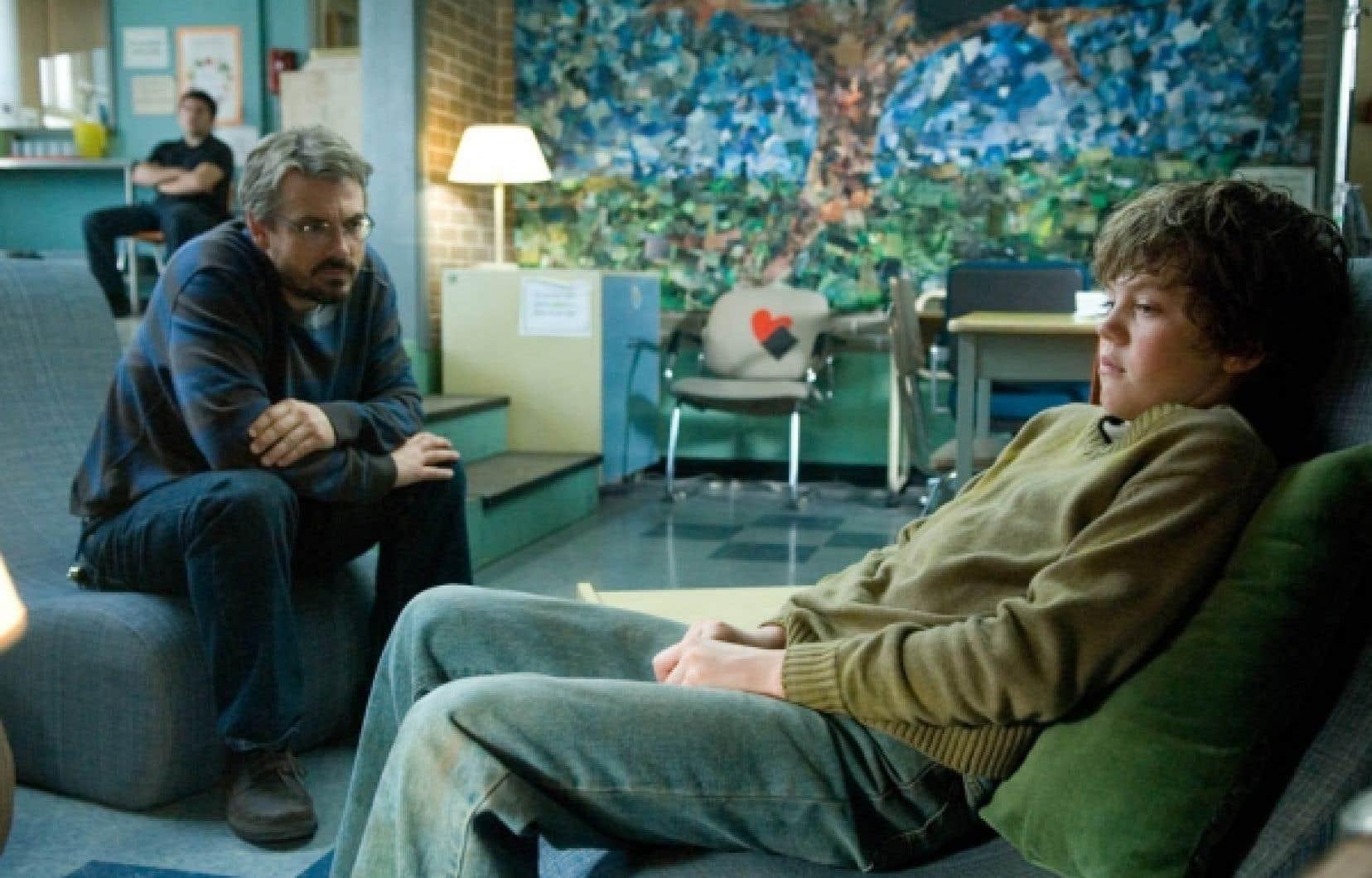 Claude Legault et Robert Naylor dans une scène de 10 1/2<br />
