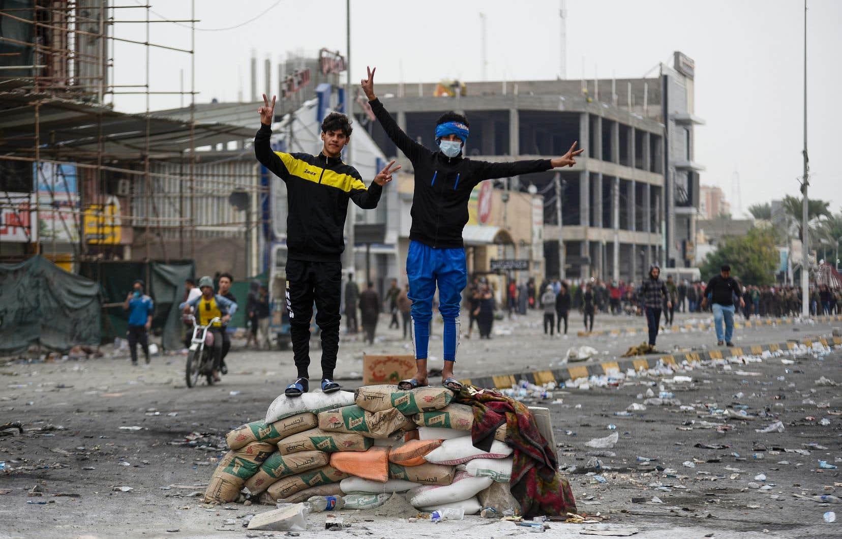 La démission du gouvernement n'est qu'une «première étape», ont répété à l'envi les manifestants dimanche sur les places de Bagdad et des grandes villes du sud.