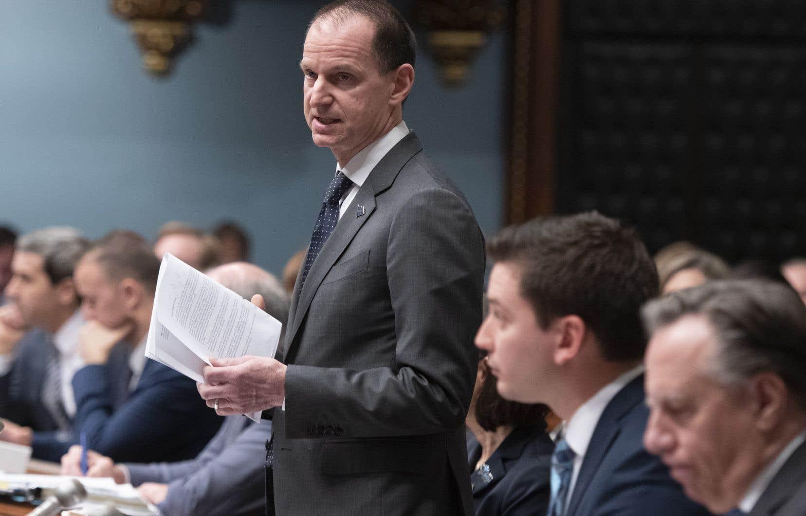 Le ministre des Finances, Eric Girard, a déposé à l'Assemblée nationale jeudi un projet de loi promis dans la foulée de la fuite de données chez Desjardins.