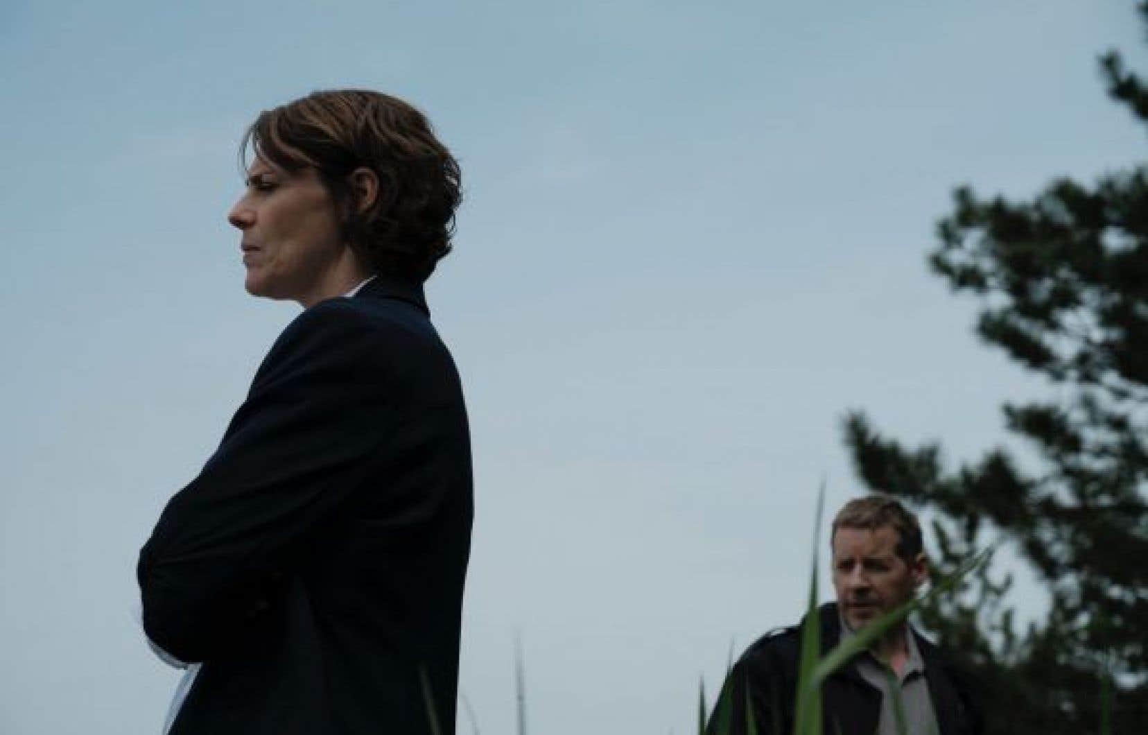 On suit le retour au bercail particulièrement éprouvant d'une policière (Hélène Florent) encore traumatisée par une bavure policière aux conséquences dramatiques.