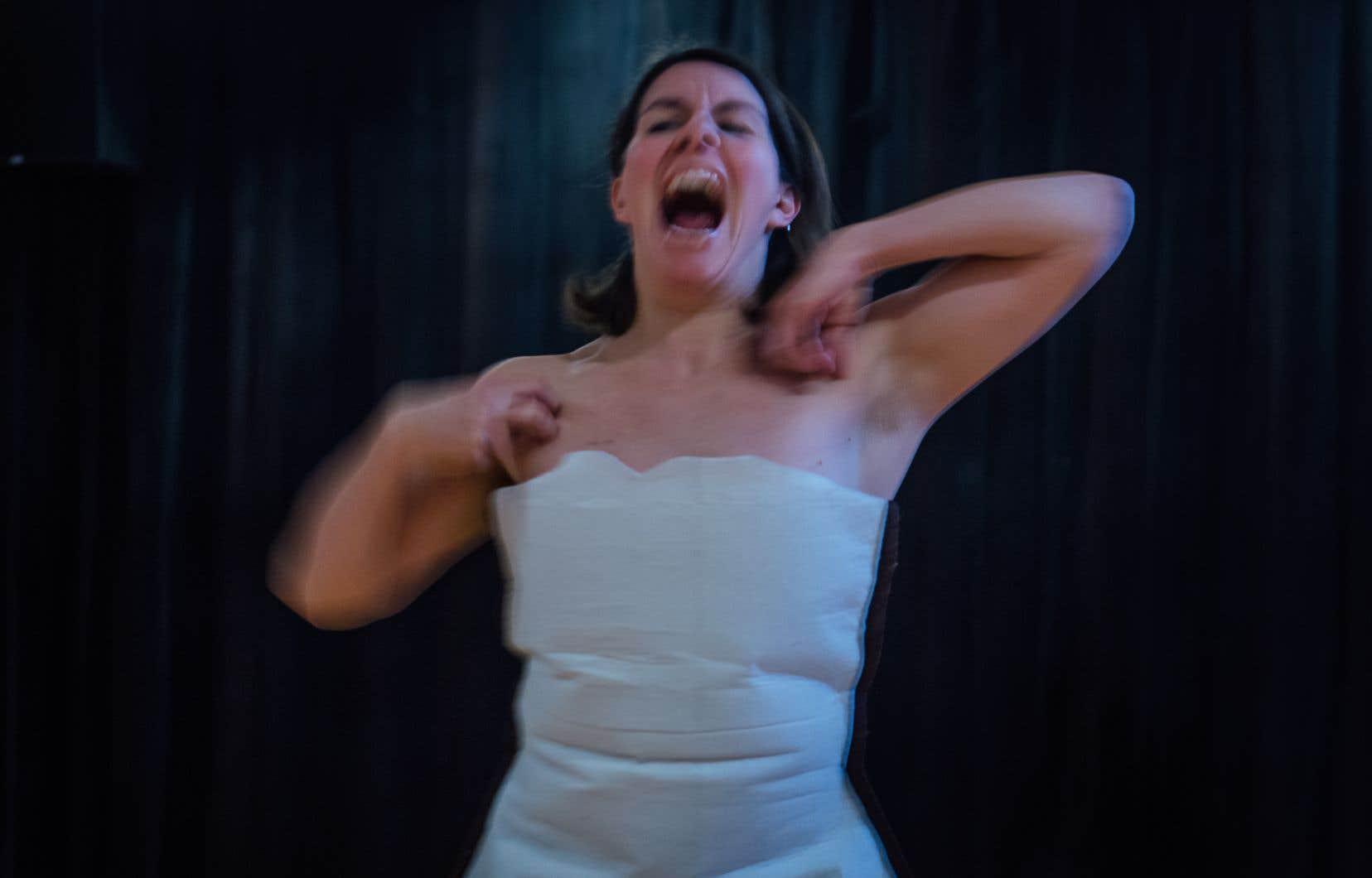 La chorégraphe Caroline Laurin-Beaucage en répétition du spectacle «Frontera + Interieurs» au Studio 303