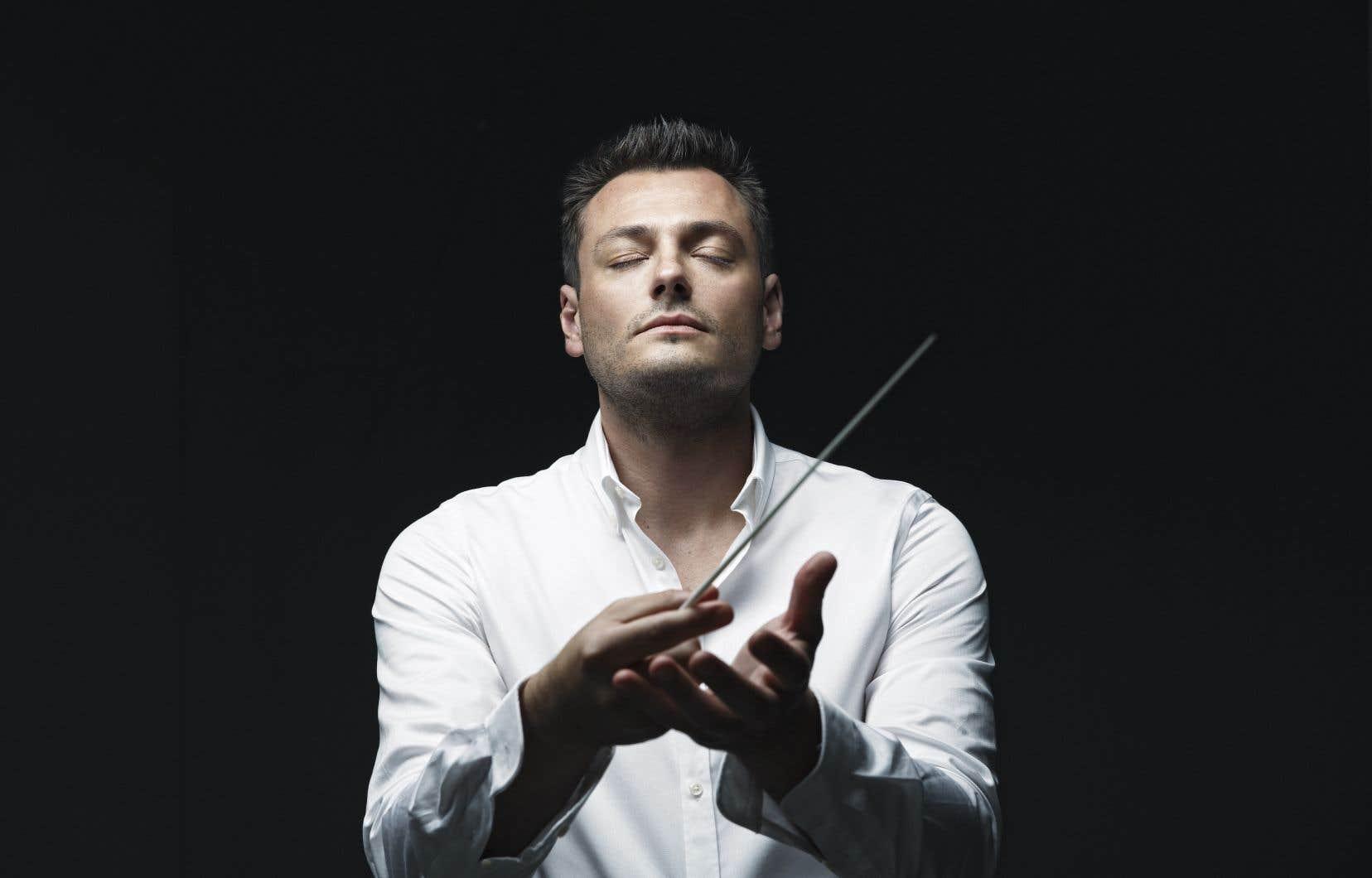 Dans ce concert si parfaitement conçu, Maxim Rysanov œuvrait comme altiste et chef au début de chaque partie («Lachrymae» et «Erlkönig»), puis comme chef à part entière.