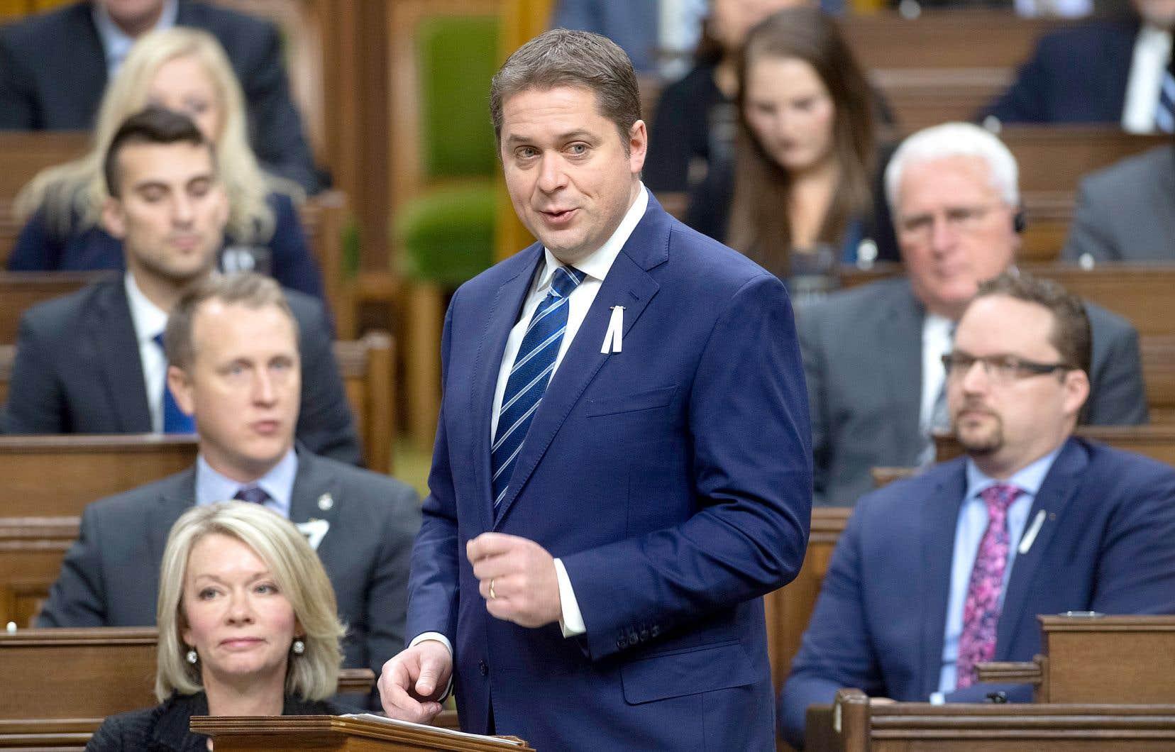 M.Scheer a réitéré, vendredi, sa promesse d'empêcher certains groupes militants, s'il est un jour élu premier ministre, de participer aux consultations publiques sur les projets énergétiques.