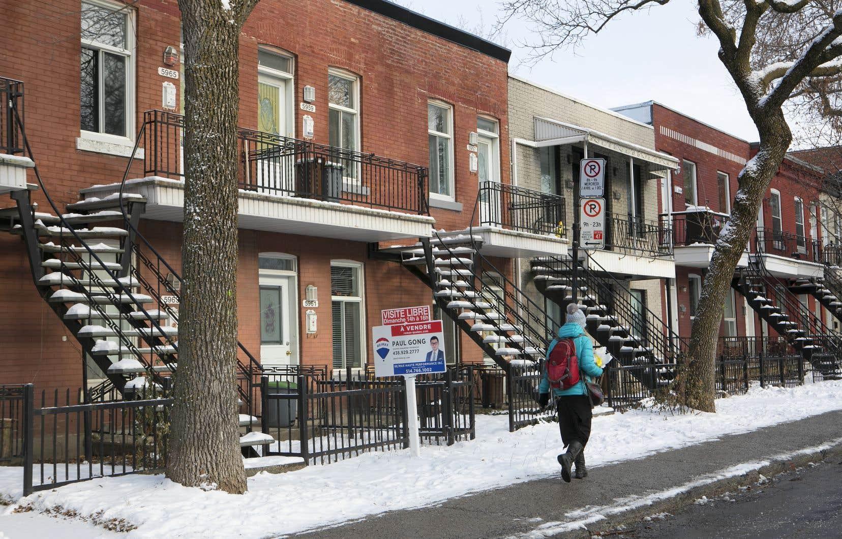 Si l'on considère que le logement convenable est un droit, les États doivent légiférer et les villes doivent se doter d'une stratégie foncière et imposer des quotas de logements sociaux, familiaux et abordables.