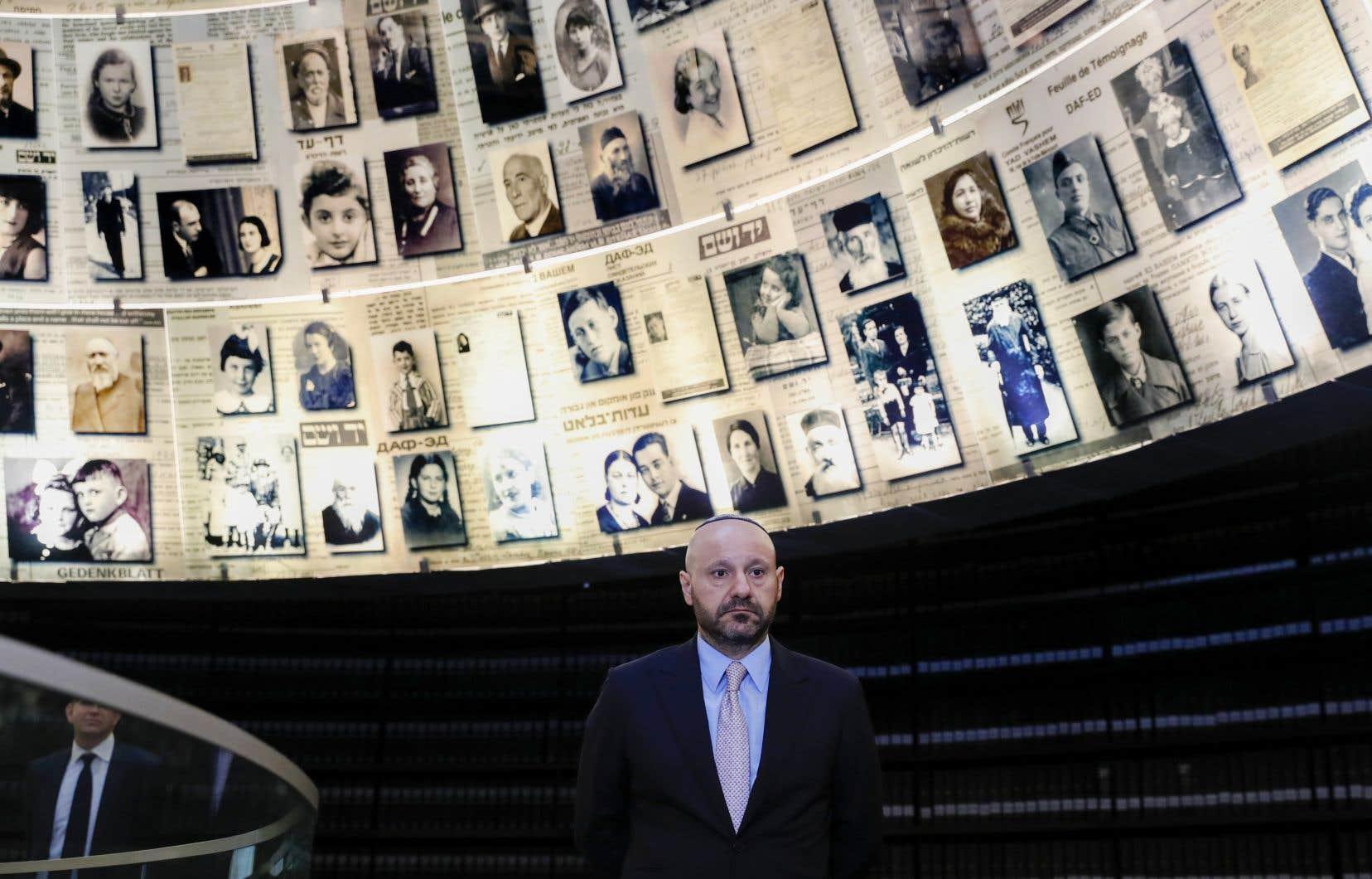 Lors d'une vente aux enchères le 20novembre à Munich, Abdallah Chatila a déboursé environ 600000euros (880000dollars) pour acquérir huit objets, dont un chapeau haut-de-forme porté par Hitler.