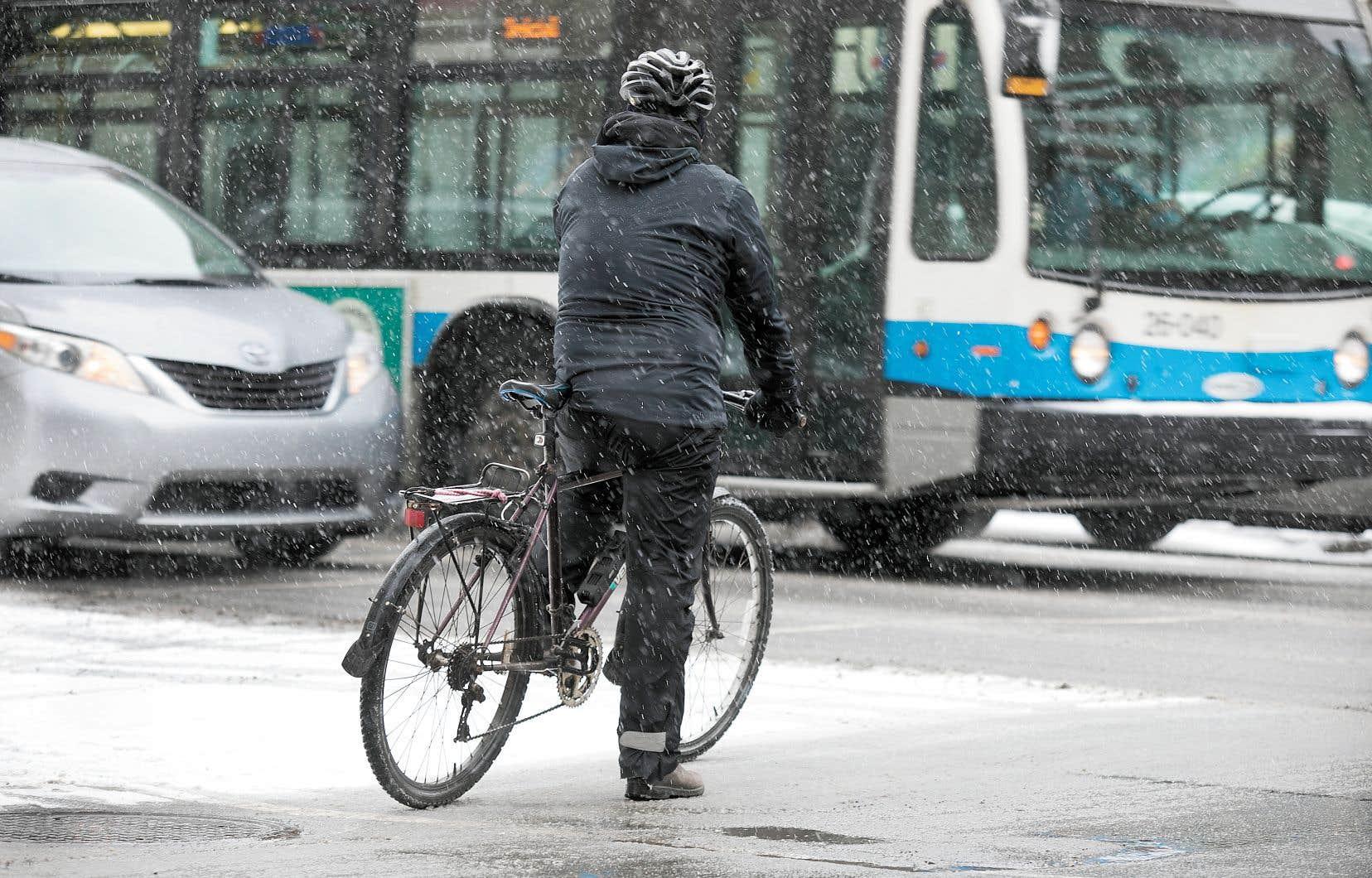 Certains étudiants ont suggéré une reconfiguration de l'espace urbain en redessinant une intersection dangereuse, notamment pour les cyclistes.