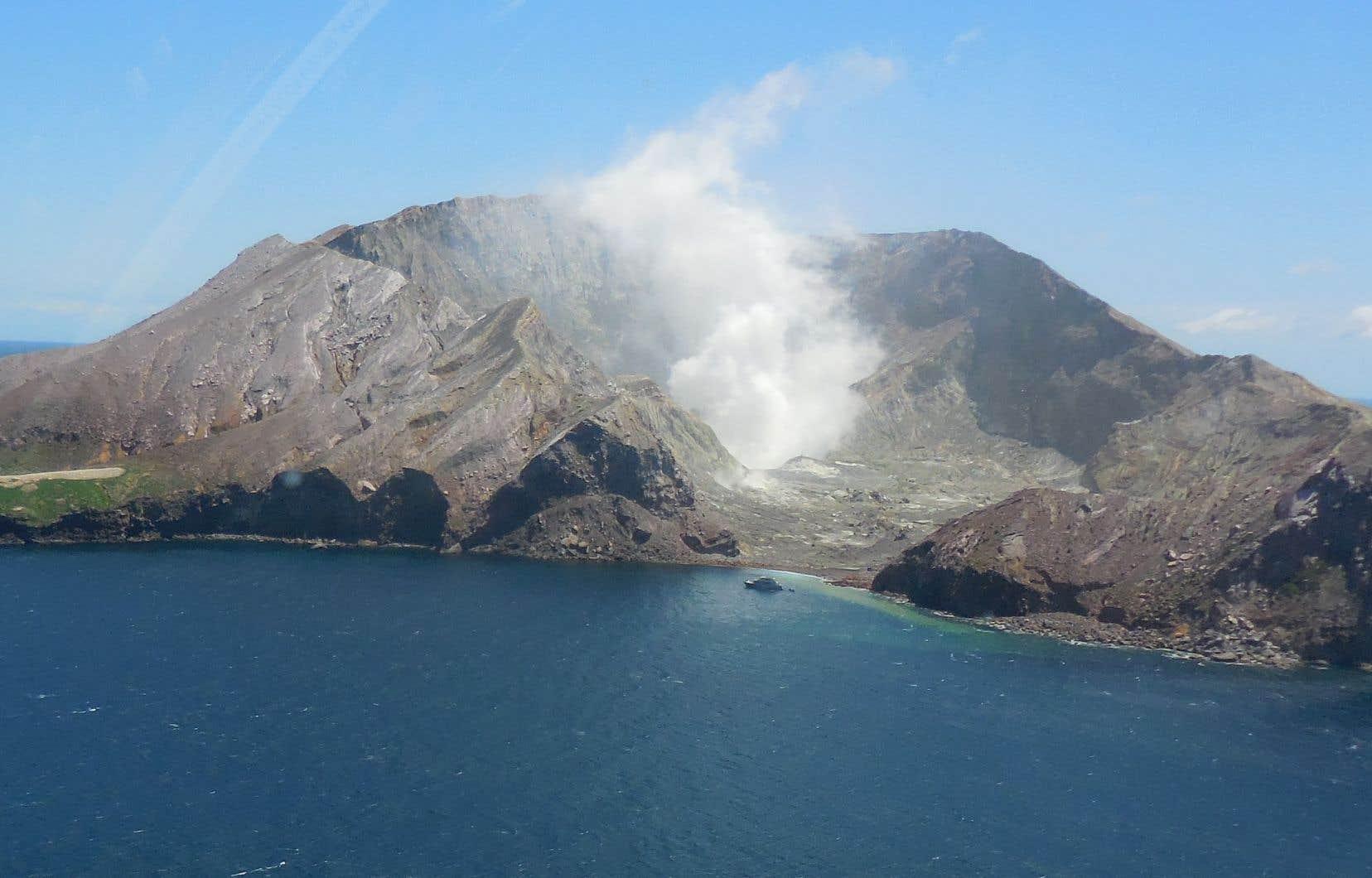 L'île volcanique de <span>Whakaari (</span>White island), en 2014