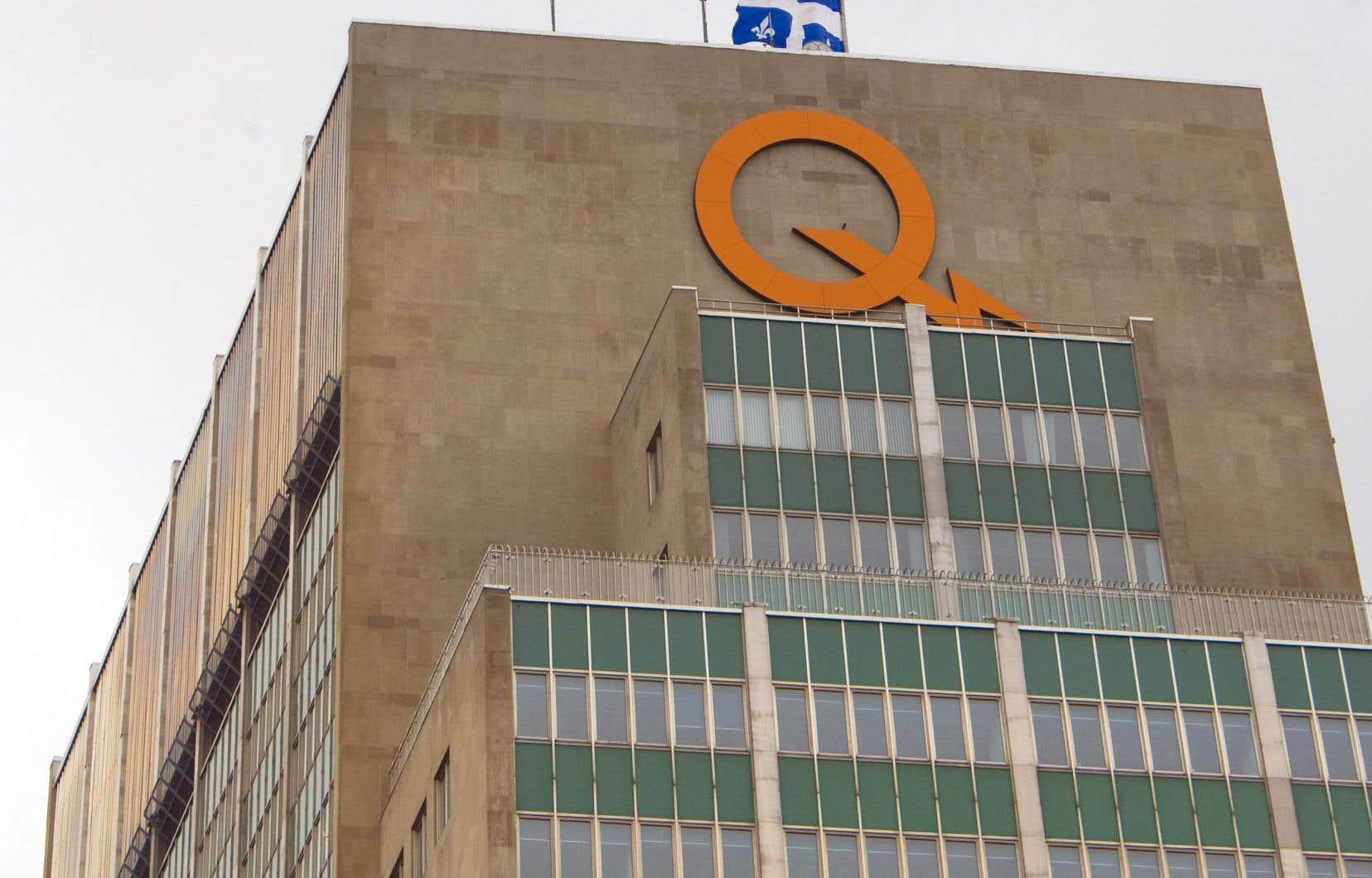 Hydro-Québec explique que ces décisions ont été prises après l'adoption samedi de la Loi visant à simplifier le processus d'établissement des tarifs de distribution d'électricité.