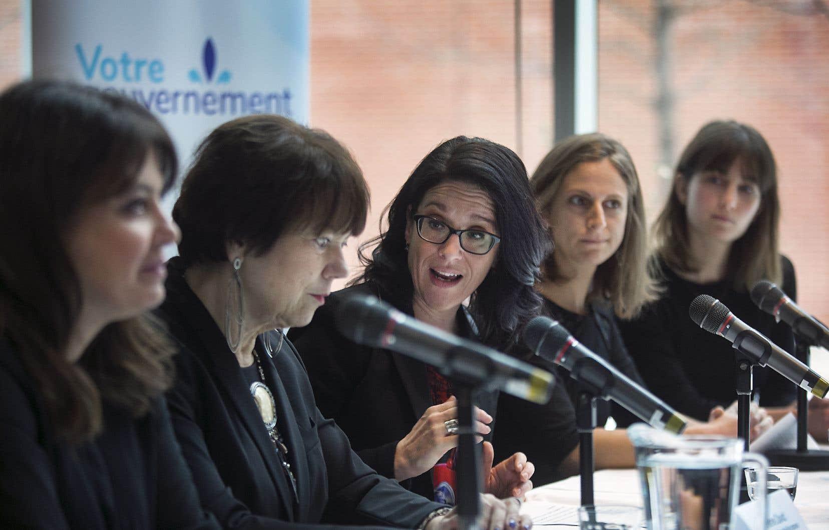 L'annonce a été faite lundi par la ministre de la Justice, Sonia LeBel, en compagnie de l'élue péquiste Véronique Hivon, de la libérale Hélène David et de la solidaire Christine Labrie.