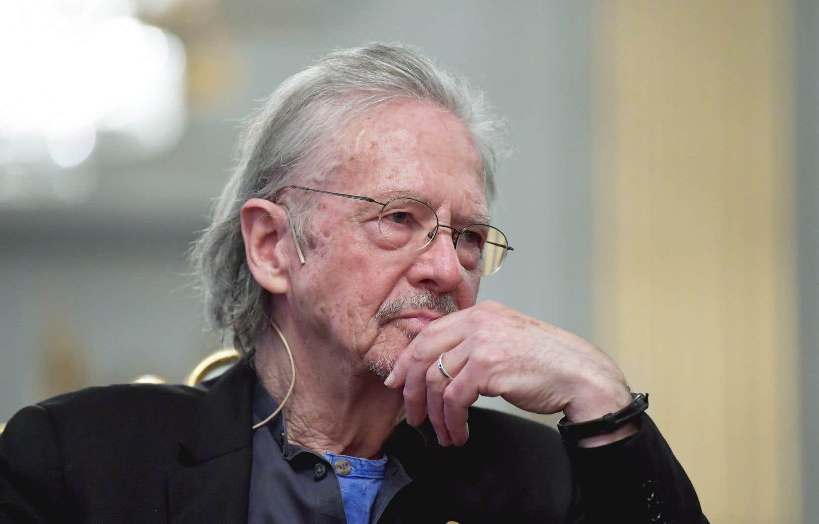 «Concernant Peter Handke, la question essentielle me semble celle-ci: l'ensemble de son oeuvre est-elle concentrée autour des opinions qu'il a émises en 1995-1996, lors de la guerre en ex-Yougoslavie?», se questionne l'auteur.