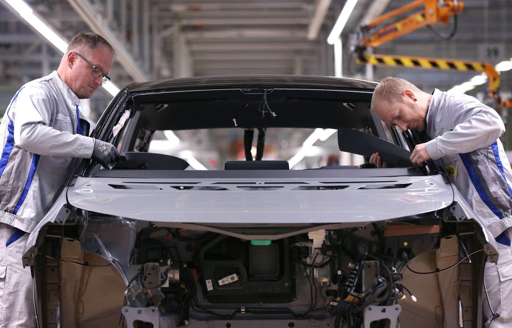 Une chaîne de production de véhicules Volkswagen à Zwickau, dans l'est de l'Allemagne