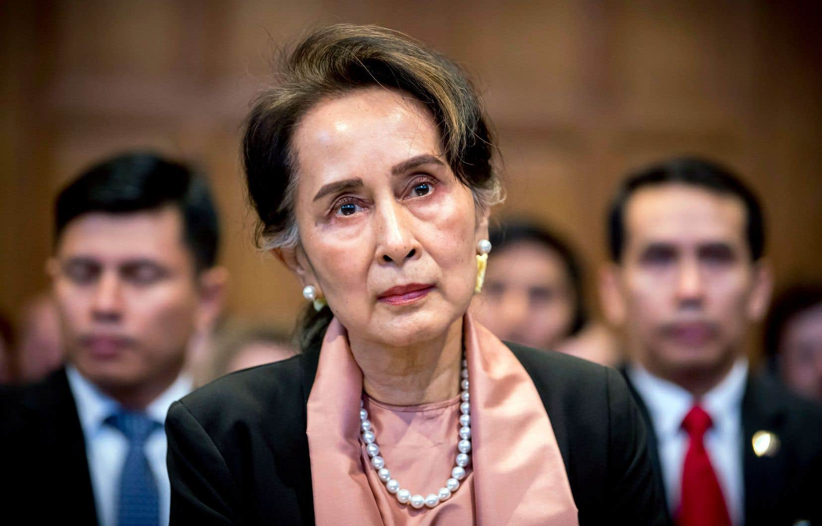 Aung San Suu Kyi devrait présenter mercredi la défense de la Birmanie.