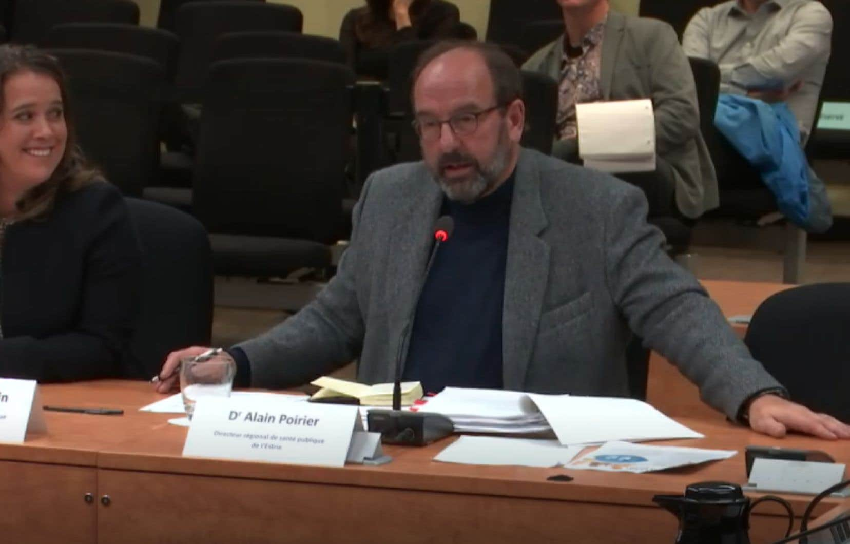Le Dr Alain Poirier, directeur régional de santé publique de l'Estrie, a plaidé au nom de ses 18 collègues pour une réduction des inégalités sociales afin de lutter efficacement contre la maltraitance des enfants.