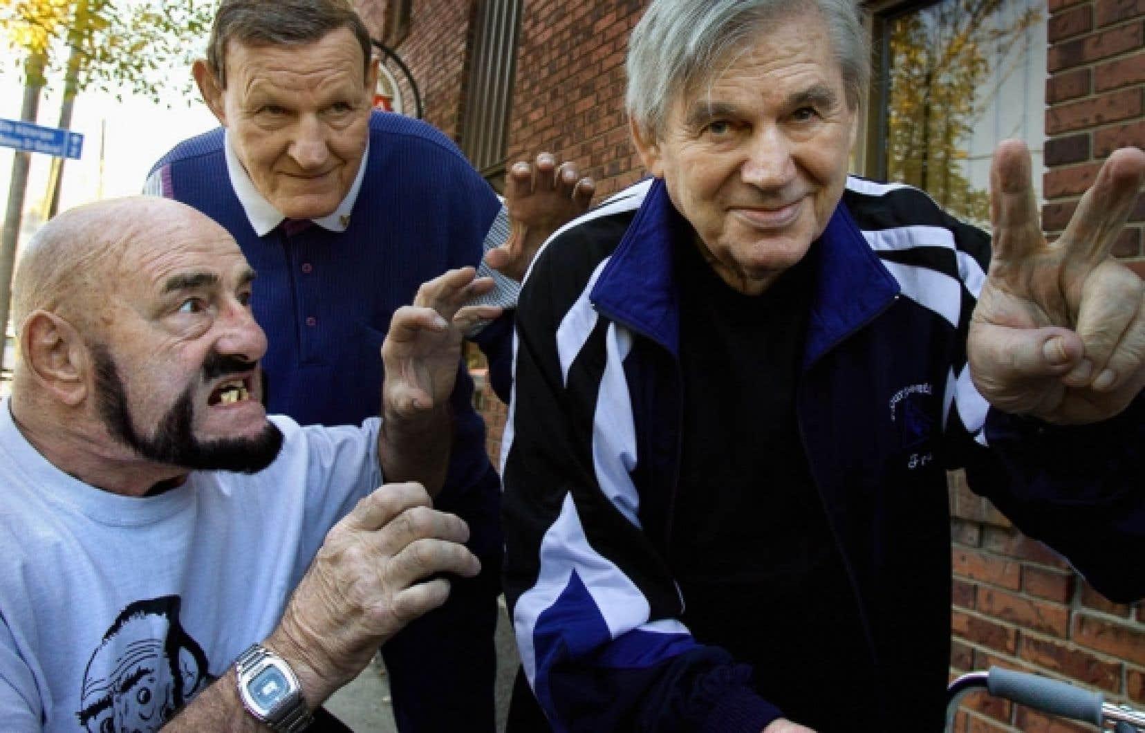 Figure l&eacute;gendaire de la lutte qu&eacute;b&eacute;coise, Edouard Carpentier (&agrave; droite) est mort samedi &agrave; 84 ans. Il appara&icirc;t sur cette photo prise en 2006 en compagnie de ses rivaux de toujours, Maurice &laquo;Mad Dog&raquo; Vachon (&agrave; gauche) et Wladek &laquo;Killer&raquo; Kowalski (d&eacute;c&eacute;d&eacute; il y a deux ans). <br /> <br />