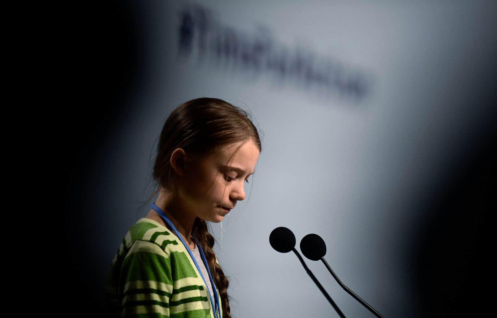 Greta Thunberg est devenue le symbole d'un mouvement croissant de jeunes militants du climat après avoir mené des grèves scolaires hebdomadaires en Suède qui ont inspiré des actions similaires dans une centaine de villes du monde.