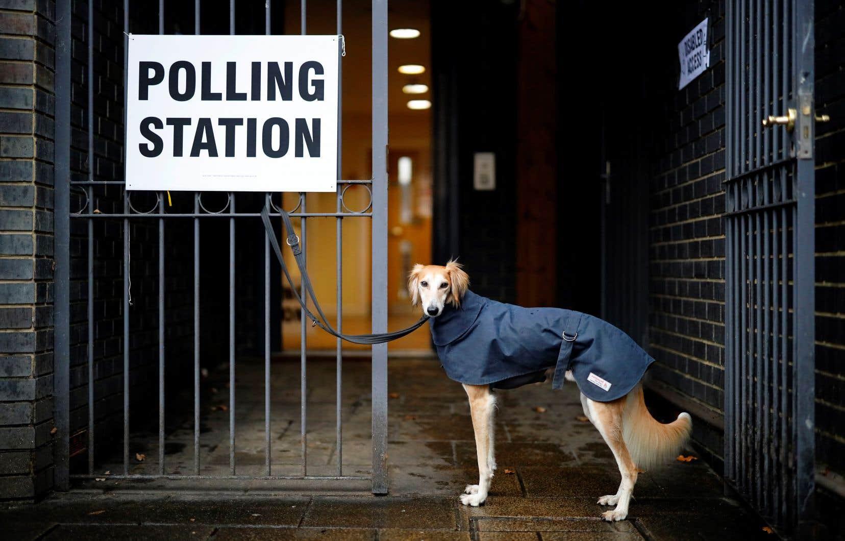 Les bureaux de vote britanniques doivent fermer à 22h (17h à Montréal).