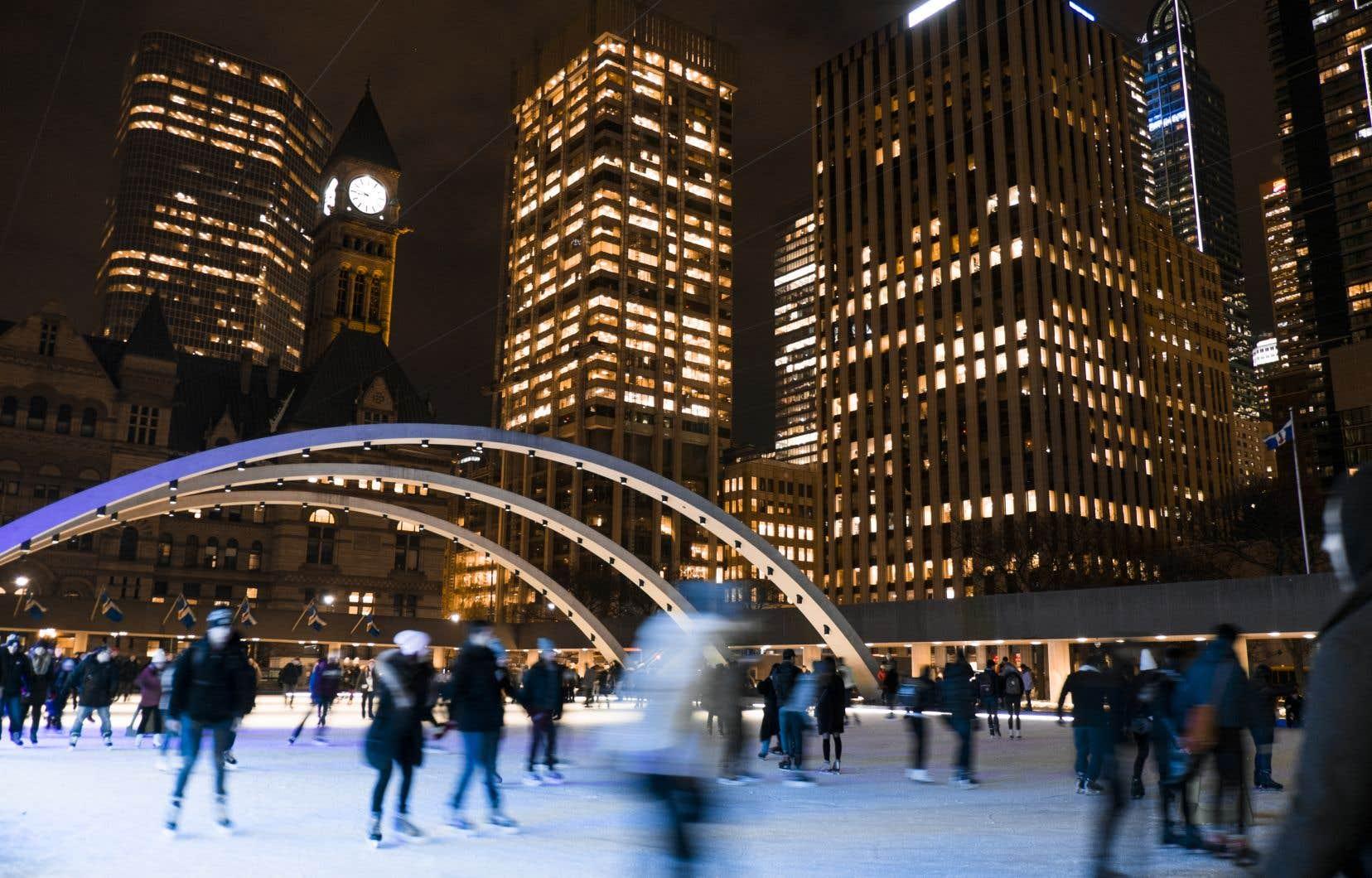 C'est un rendez-vous sur le rond de glace du Nathan Phillips Square.