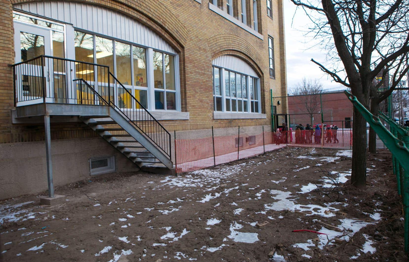La cour de récréation des écoliers de la maternelle 4 ans de l'école Notre-Dame- de-Lourdes, à Verdun