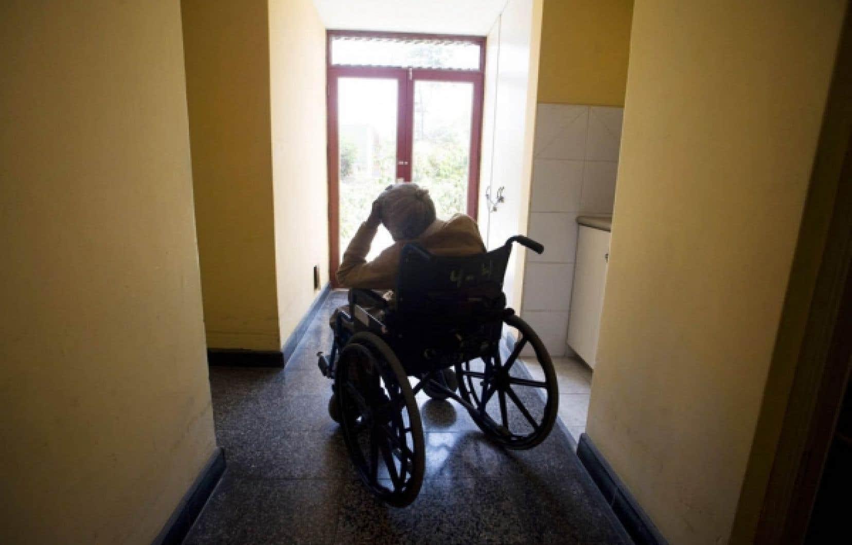 L'Association québécoise d'établissements de santé et de services sociaux insiste avec force sur la nécessité de renforcer l'offre de soins palliatifs partout dans le réseau.<br />