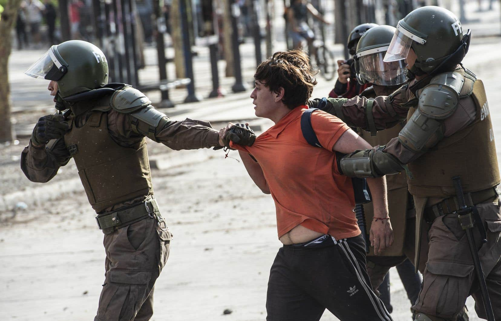 «Les policiers n'ont, à plusieurs reprises, fait aucune distinction entre manifestants pacifiques et manifestants violents», indique le rapport du Haut-Commissariat aux droits de l'homme.
