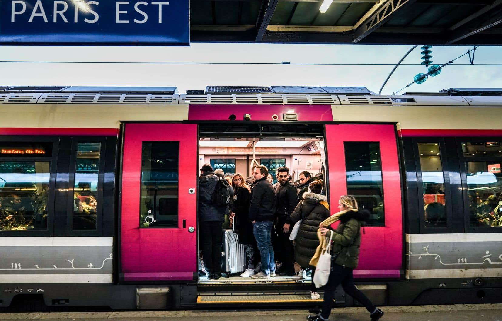 Dans la capitale, la situation est critique pour les usagers des transports avec un trafic ferroviaire «très perturbé».