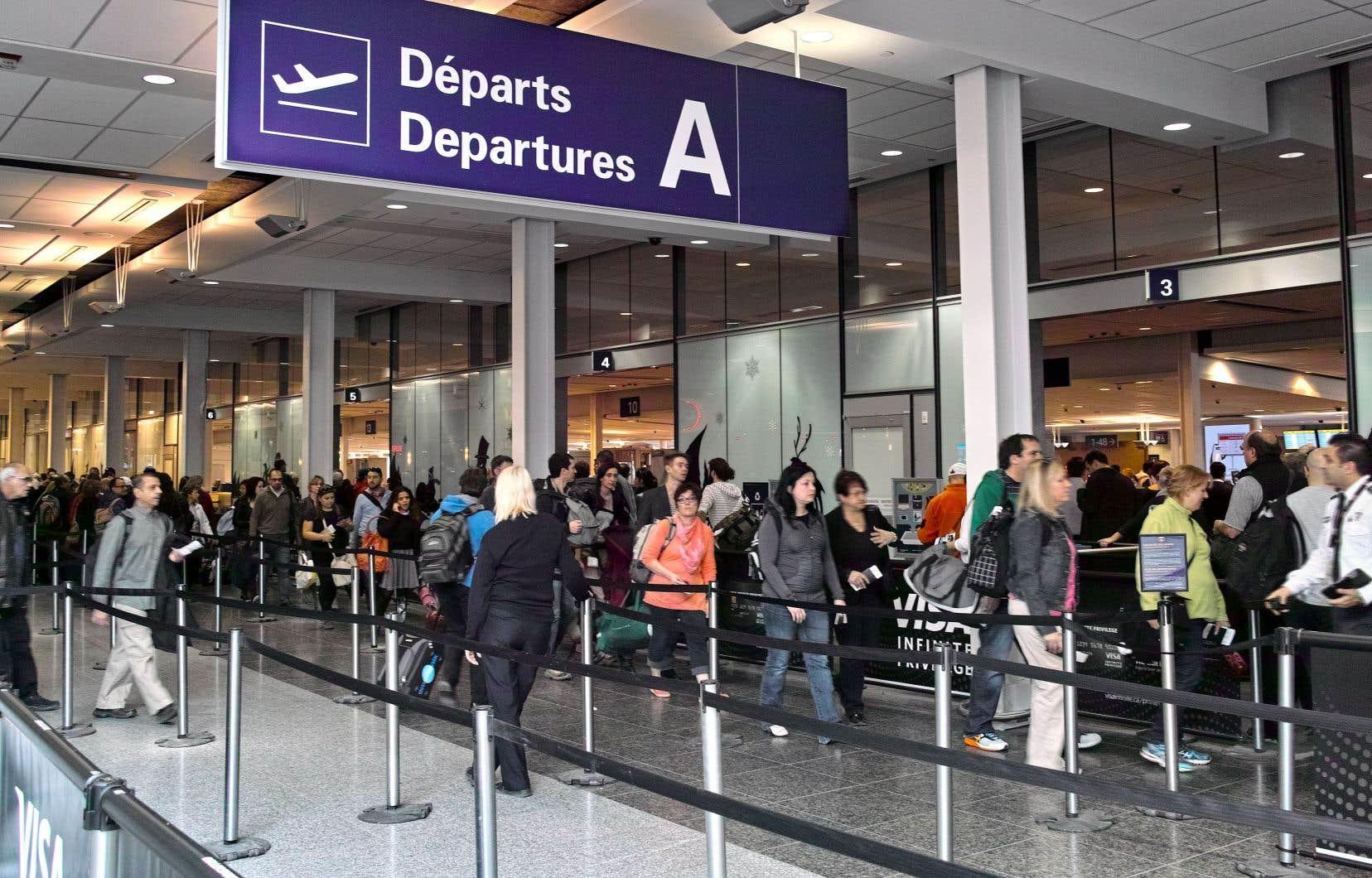 L'aéroport international Montréal-Trudeau devrait accueillir en moyenne quelque 55000 voyageurs par jour au cours de la période des Fêtes.