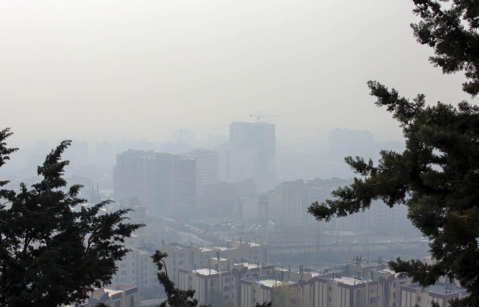 Selon des chiffres officiels publiés dans la presse iranienne, la pollution de l'air provoque chaque année 30 000 décès en Iran.