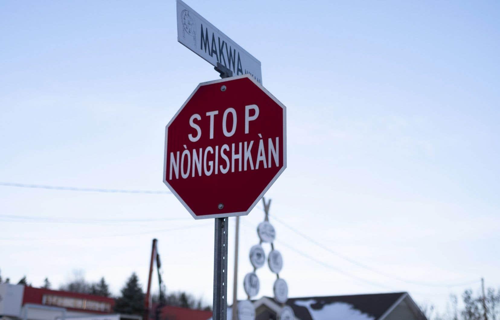 Plus de 307 résidences de la communauté algonquine dépendent de la livraison de bouteilles et de bonbonnes d'eau chaque semaine.