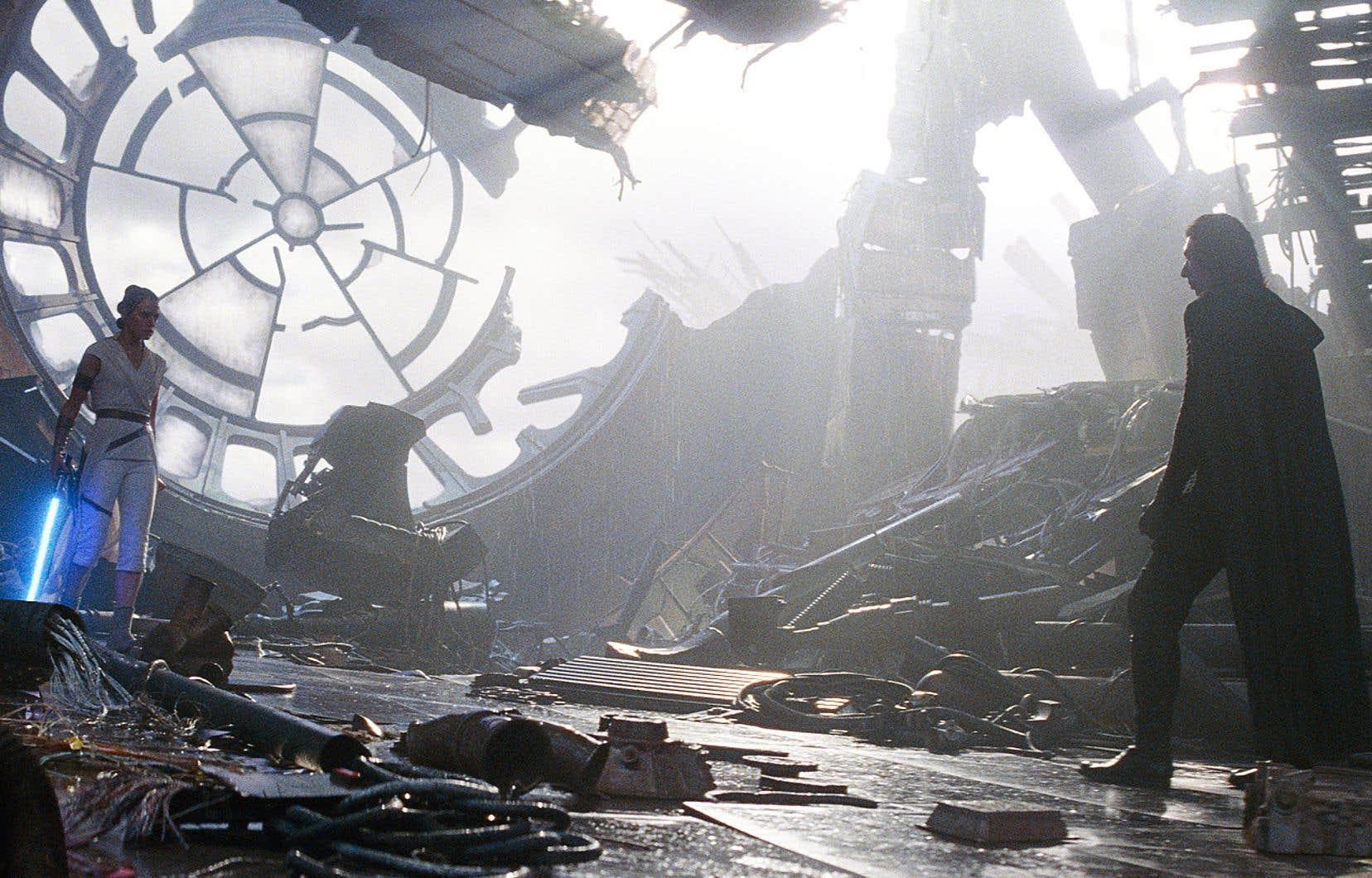 Parmi un florilège de séquences saisissantes dans «L'ascension de Skywalker»: ce duel entre Rey et Kylo dans les vestiges de l'Étoile de la mort sur fond de mer fâchée