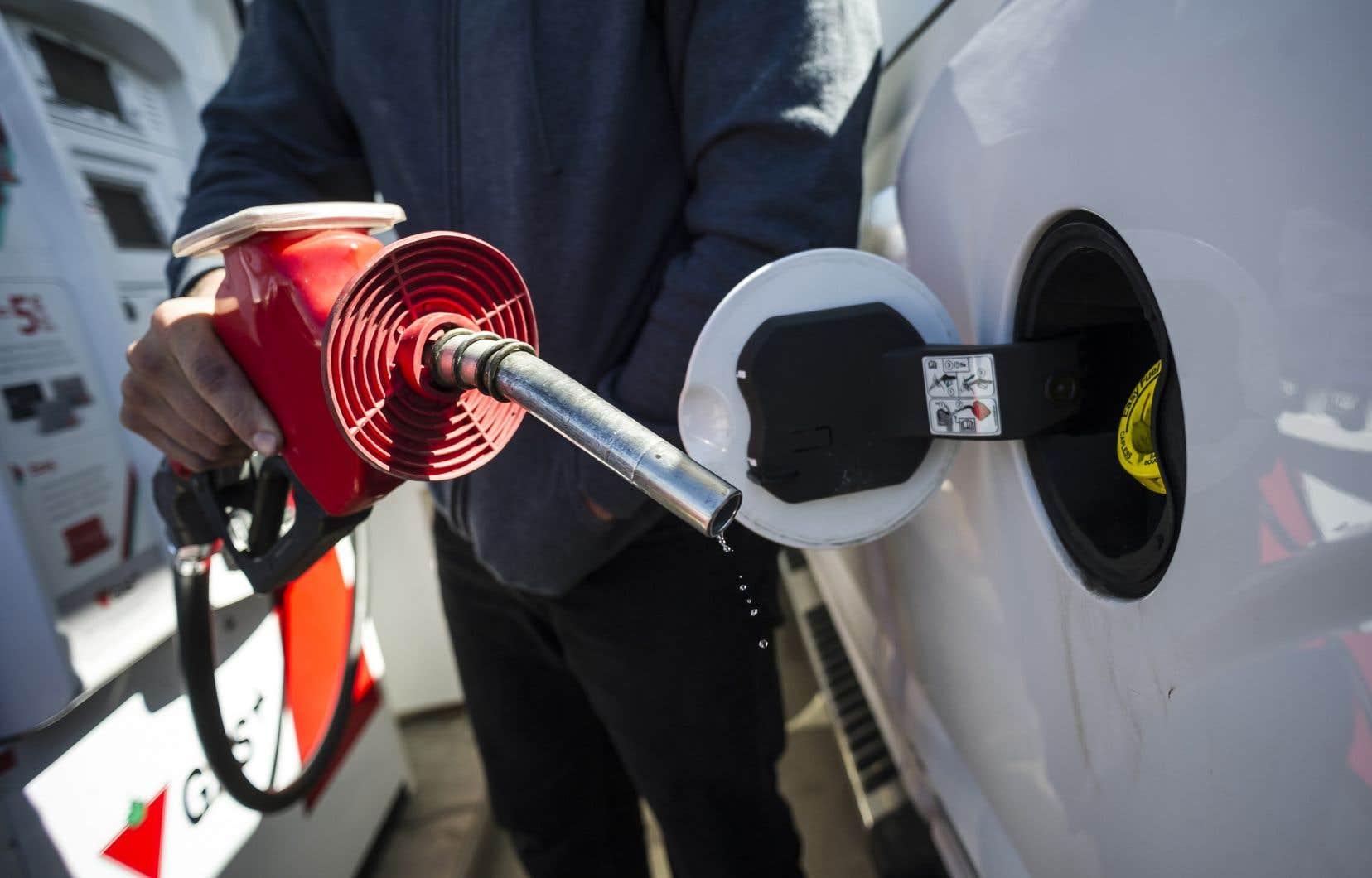 Les prix de l'essence ont grimpé de 0,9% d'une année à l'autre, alors qu'ils avaient reculé de 6,7% en octobre.