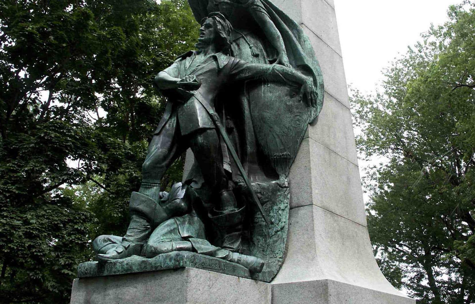 Des Ormeaux et Cavelier de La Salle passent aussi à l'abattoir. Nous savons que le premier, bien sûr, comme tous les lâches, est mort en combattant au Long-Sault. Mais sa mort ne suffit pas à nos braves iconoclastes pour qui il n'est qu'un «loser». En photo, la statue en l'honneur de Dollard des Ormeaux, sise au parc La Fontaine à Montréal.