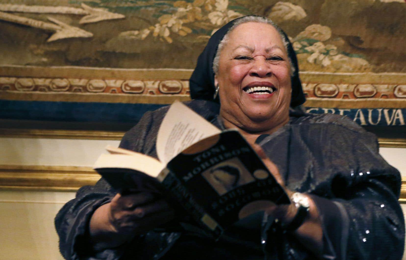 Pour Toni Morrison, les classiques de la littérature américaine du XIXe siècle reflètent la présence subliminale des Noirs dans l'histoire des États-Unis.