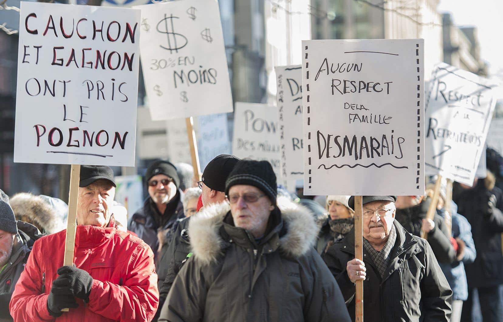 Les retraités des quotidiens de GCM ont manifesté la semaine dernière devant les bureaux de Power Corporation à Montréal.